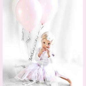 Ettårsfotografering - med lyserosa ballonger!