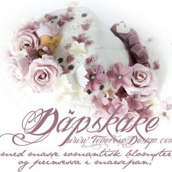 2 etg Dåpskake – hvit, gammelrosa, lyserosa - romantiske blomster og blomsterkrans på prinsessa!