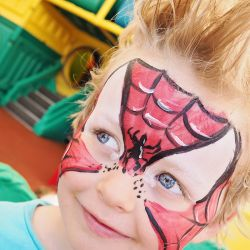 { Halloween - trinn for trinn ansiktsmaling Spiderman }