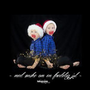 { - med ønske om en fredelig jul -  }