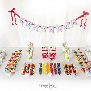 { Karneval - enkelt fargerikt dessertbord; lag det selv! }