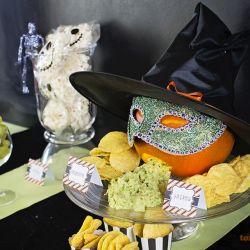 { Chips og guamacamole - tilpasset Halloween!}