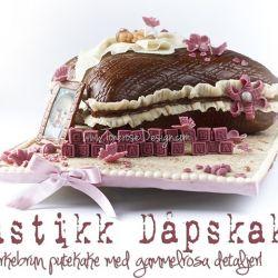 Rustikk dåpskake – mørkebrun putekake med gammelrosa detaljer