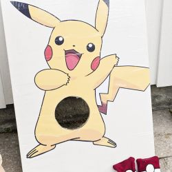 { Gratis print - leiker til PokèmonBursdag // Erteposekasting Pikachu }