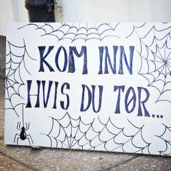 { Stilig og rimelig pynt til Halloween - lag tøffe skilt! }