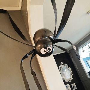 { Morsomt og enkel Halloween-dekor // DIY store edderkopper }