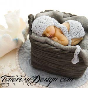 Modelert Kaketopper - lille Tobias sovende i kurven