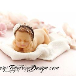 Gammelrosa babykake - kaketopper modelert etter skjønne nyfødtbildet