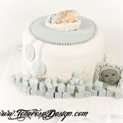 Elegant babykake i lyseblått og hvitt { Dåpskake }