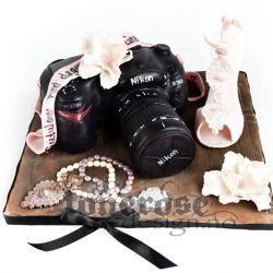 Nikon D7000 kake, med rosa stilettsko