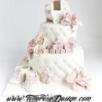 2 etg hvit babykake med lyserosa detaljer { Barnevogn i Marsipan }