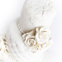 Hvit 3etg bryllupskake ♥