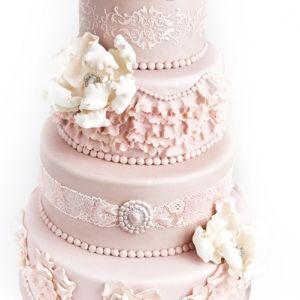 Gammelrosa kake med blonder & blomster { 4 etg }