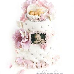 2 etg babykake med rosa og lilla detaljer
