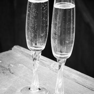Graverte champagneglass { Bryllupsfotografering }