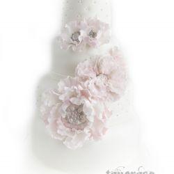 Elegant & Romantisk Bryllupskake i lyserosa og hvitt { Utsmykkede Blomster }
