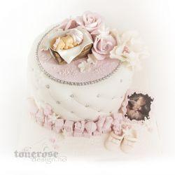 Klassisk, søt & personlig rosa dåpskake