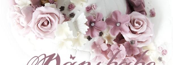 2 etg Dåpskake – hvit, gammelrosa, lyserosa – romantiske blomster og blomsterkrans på prinsessa!