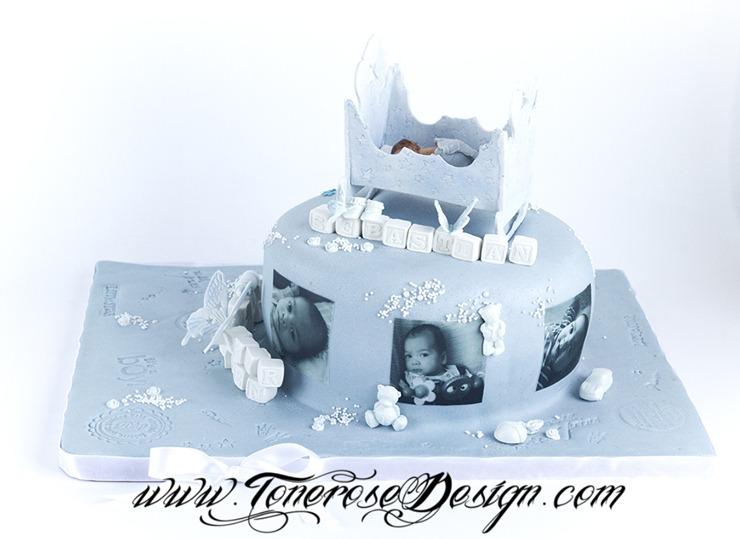 Lyseblå dåpskake med vugge - kakepynt håndlaget i marsipan - barnedåp kake