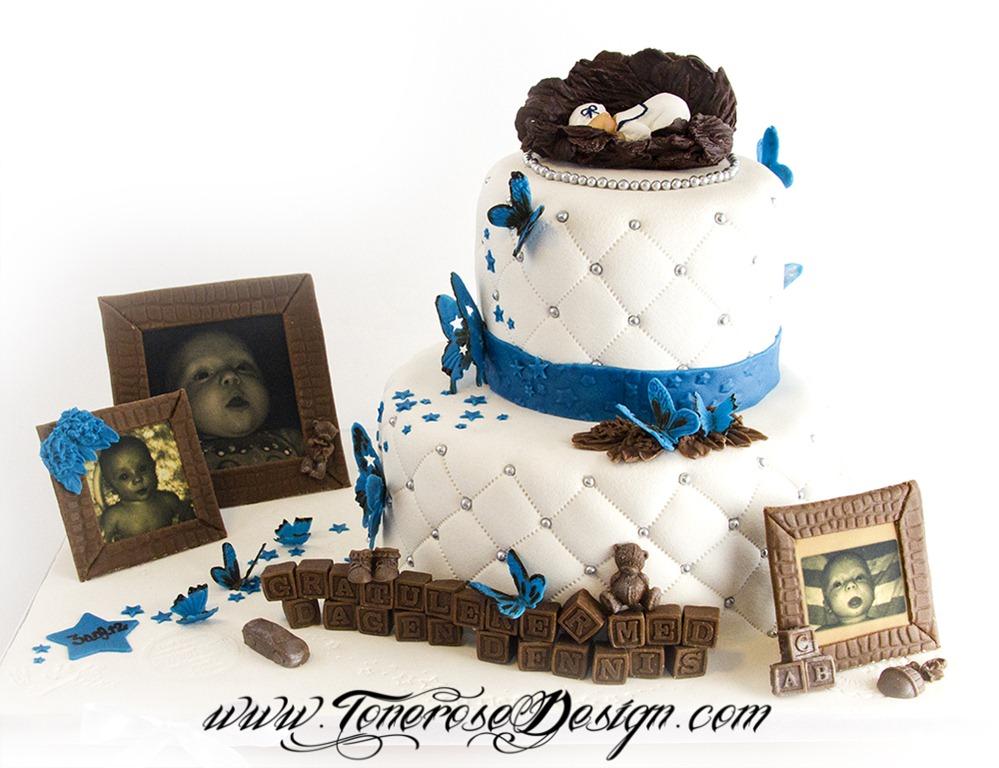Hvit dåpskake med pynt i kongeblå og brun - englevinger, spiselige bilder, sommerfugler