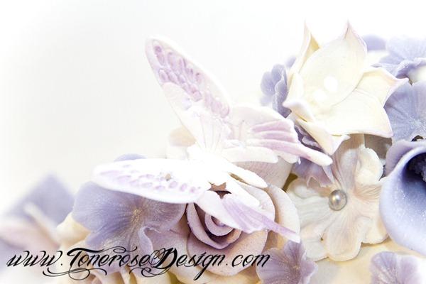 Lilla og hvit dåpskake - spiselig bilde, marsipanbaby, sommerfugler