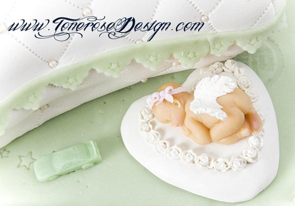 Dåpskake i hvit og grønt - barnedåp - putekake - marsipanbaby - spiselig bilde