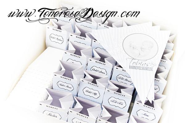 Trykksaker barnedåp - minimelkekartonger som bordkort - lyseblå