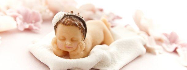 Modelert litta prinsesse – modelert etter nyfødtfoto, med hodet hvilende i hendene ♥