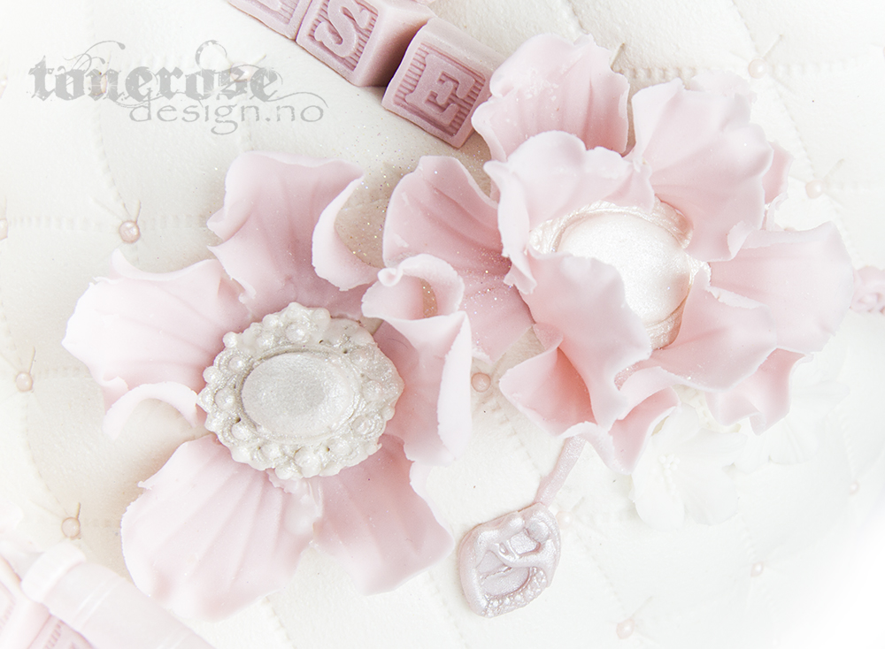 IMG_0722_rosa_dåpskake_detalj_spiselig_smykke