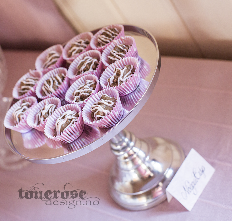 rosa rullekake sjokolade