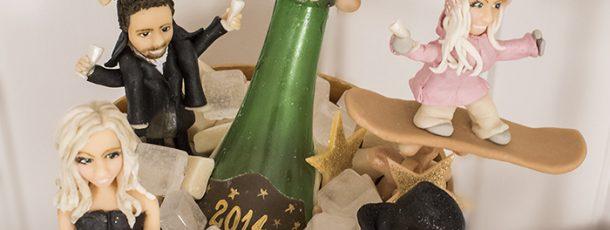 { NyttårsKake } Champagneflaske & GMN-gjestene modelert i marsipan