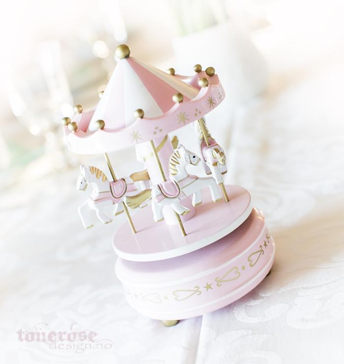 Barnedåp bordpynt karusell rosa