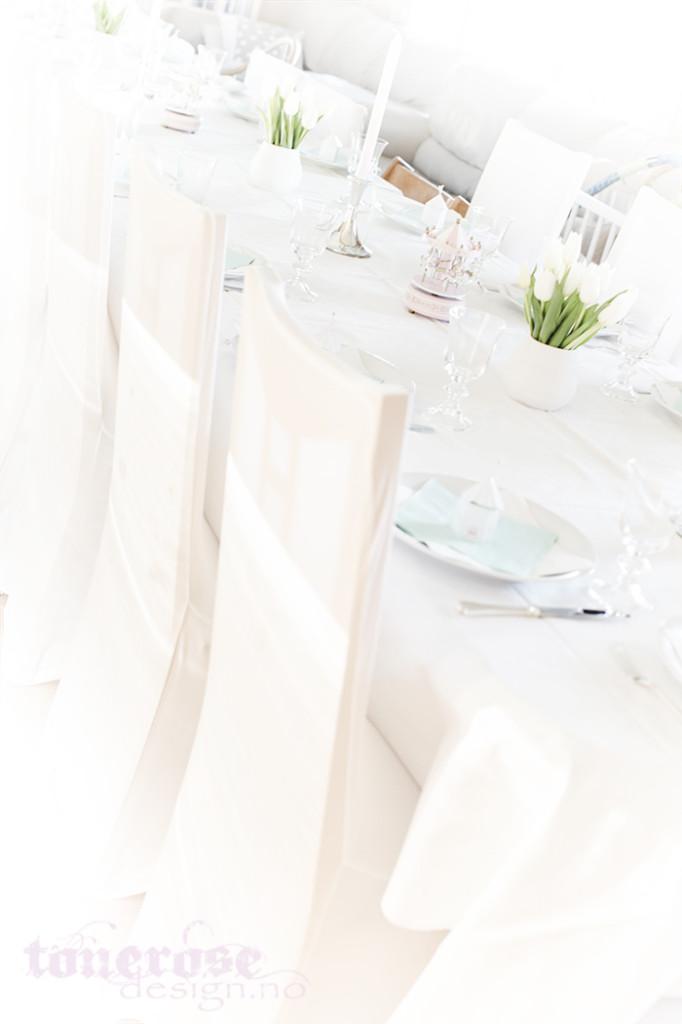 Inspirasjon barnedåp bordekking hvit lyserosa mintgrønn
