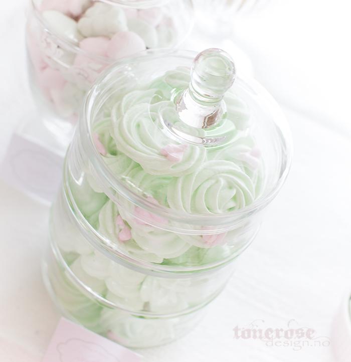 Mintgrønne pikekyss med søte små rosa pikekyss-hjerter på