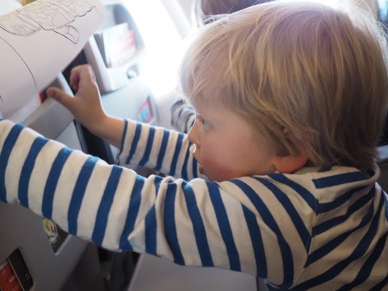 16_familieferie_fly_med_barn_reise