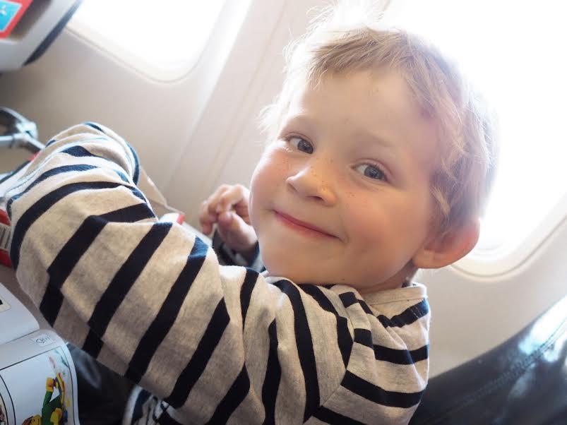 8_familieferie_fly_med_barn_reise
