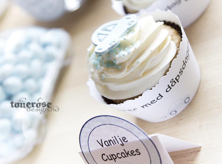 Barnedåp cupcakes gratis cupcakewrapper - boblebil lyseblå