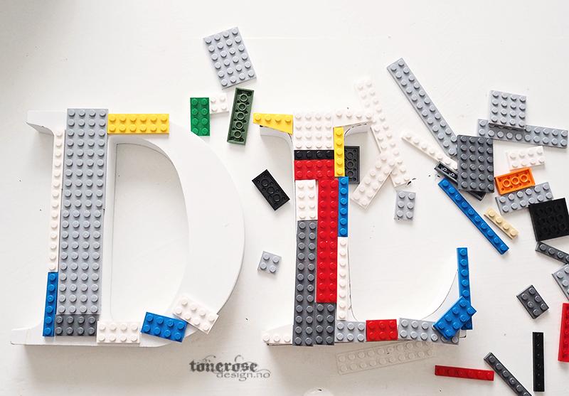 tips til barnerommet - lego bokstav dør diy