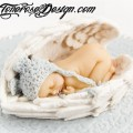 Inspirasjon barnedåp, lag kakepynt selv - marsipanbaby som sover inni englevinger
