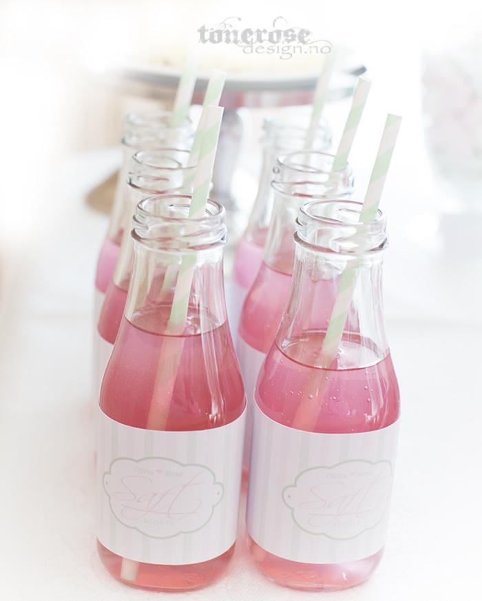Søte glassflasker på dessertbordet, rosa og mintgrønt