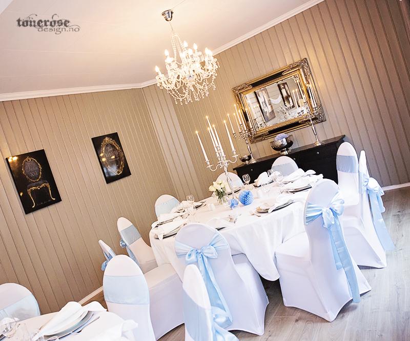 Inspirasjon bordekking - hvite stoltrekk og runde bord.