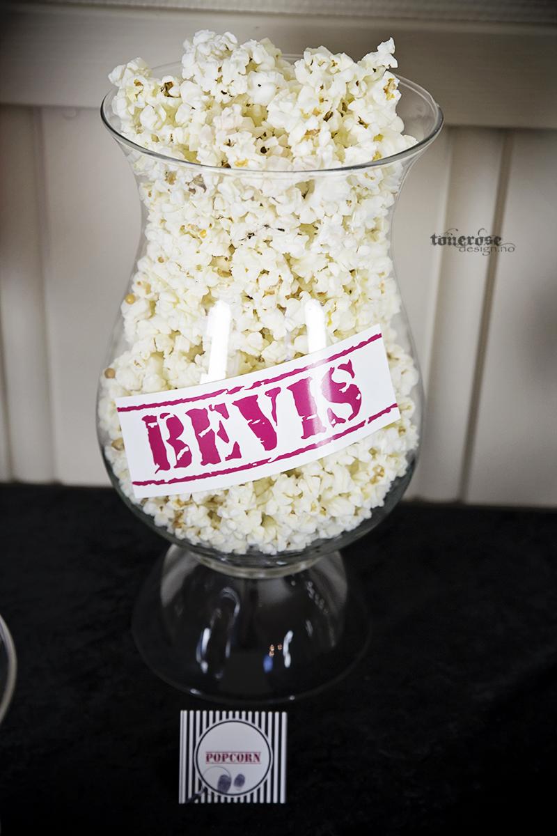 Popcorn i kubbelysestake - pyntet til spionbursdag