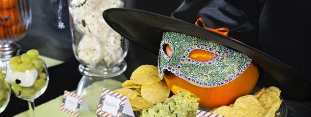 { Chips og guamacamole – tilpasset Halloween!}